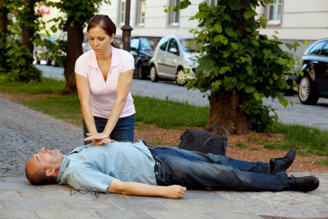 cardiac-arrest-101-helping-someone-who-is-experiencing-a-cardiac-arrest